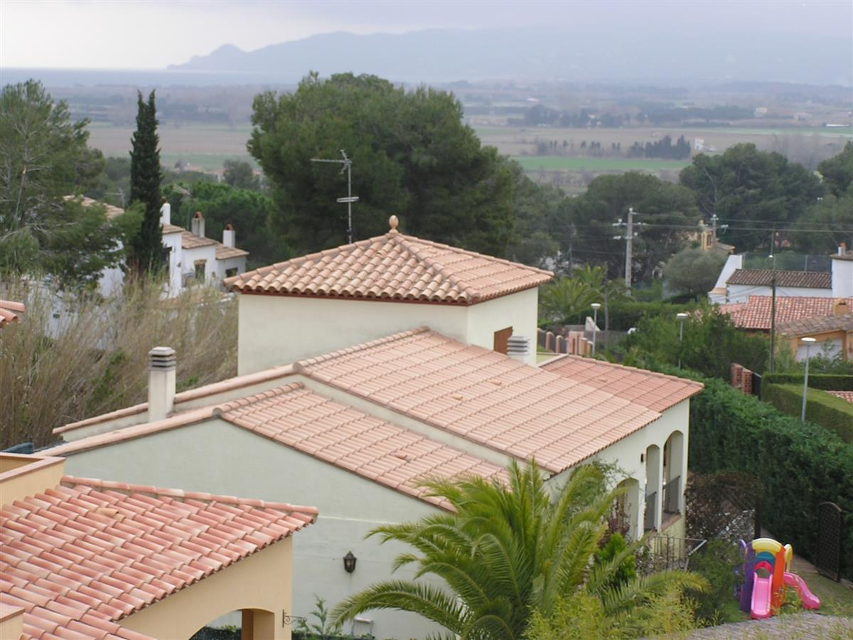 Roof Tops of Villa Del Sol & View over Countryside to Bay of Pals.