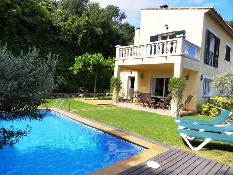 Garden and pool Villa Rocas