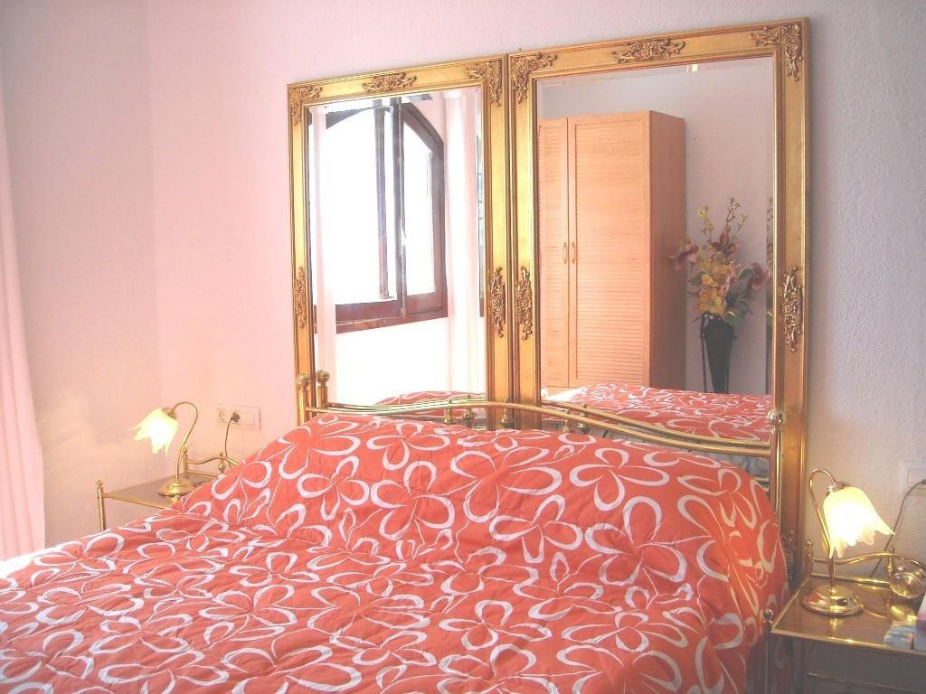 Romantic bed-room, french bed 1,60m x 2,0 m. Sea view.
