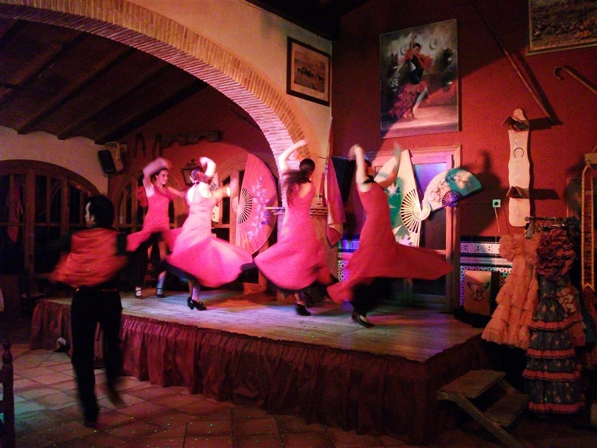 Flamenco dancing during of peak season on saturdays