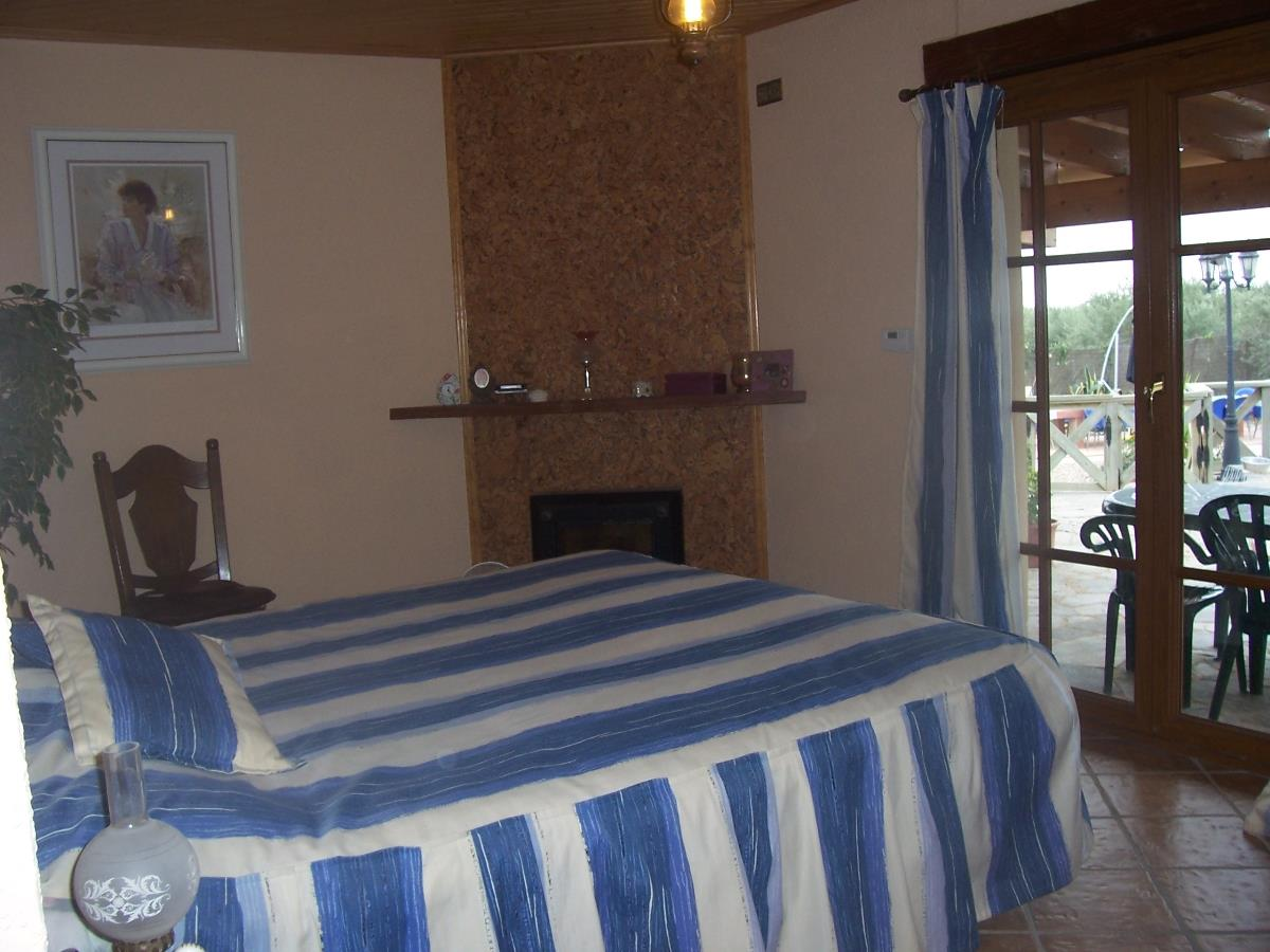Double bedroom with waterbed, patio  access and en suite bathroom