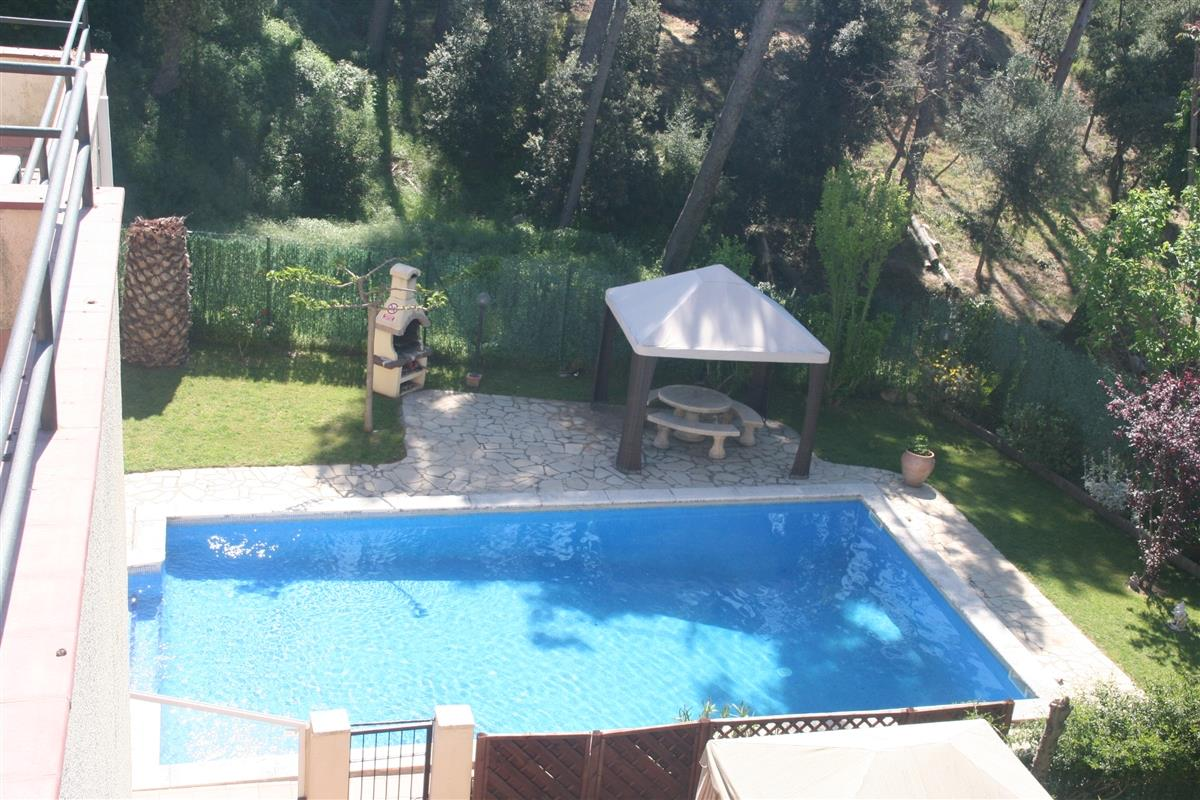 Privat Pool area with only 6 houses