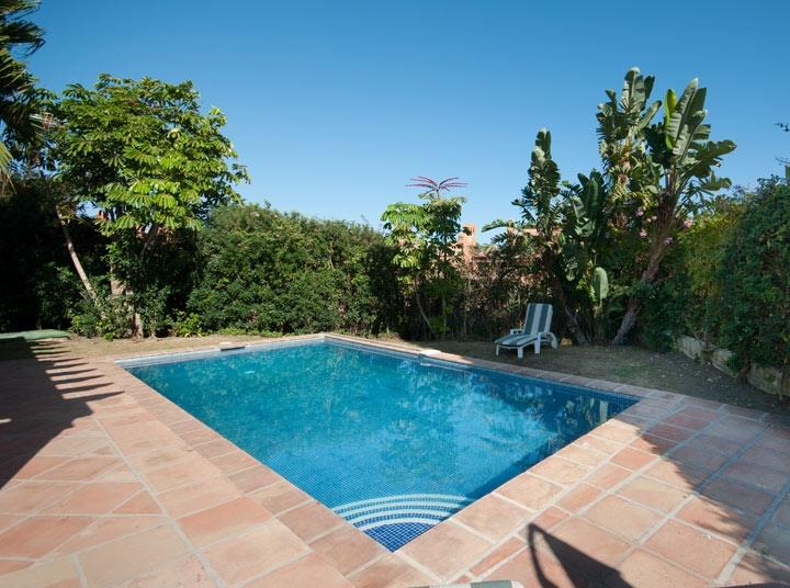 Pool Modern holiday villa sleeps 8 walking distance to beach