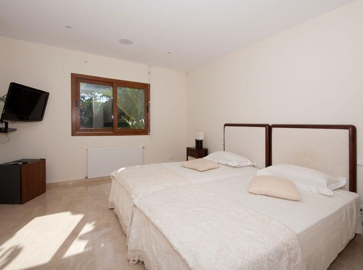 Twin Bedroom Vacation villa rental in Atalaya Guadalmina Baja