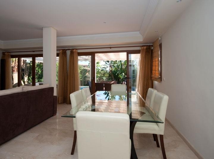 Dining table Luxury 4 bed villa rental in Atalaya Guadalmina Baja