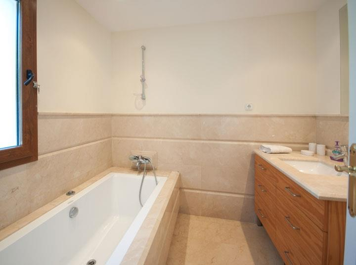 Bathroom Modern holiday villa sleeps 8 walking distance to beach