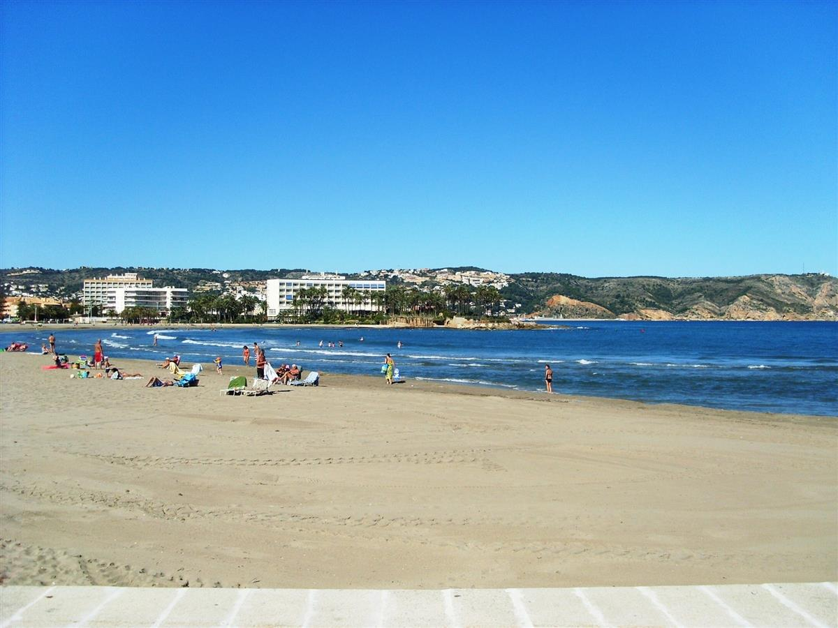 Javea beach only 10 minutes away with lots of restaurants & cafes.