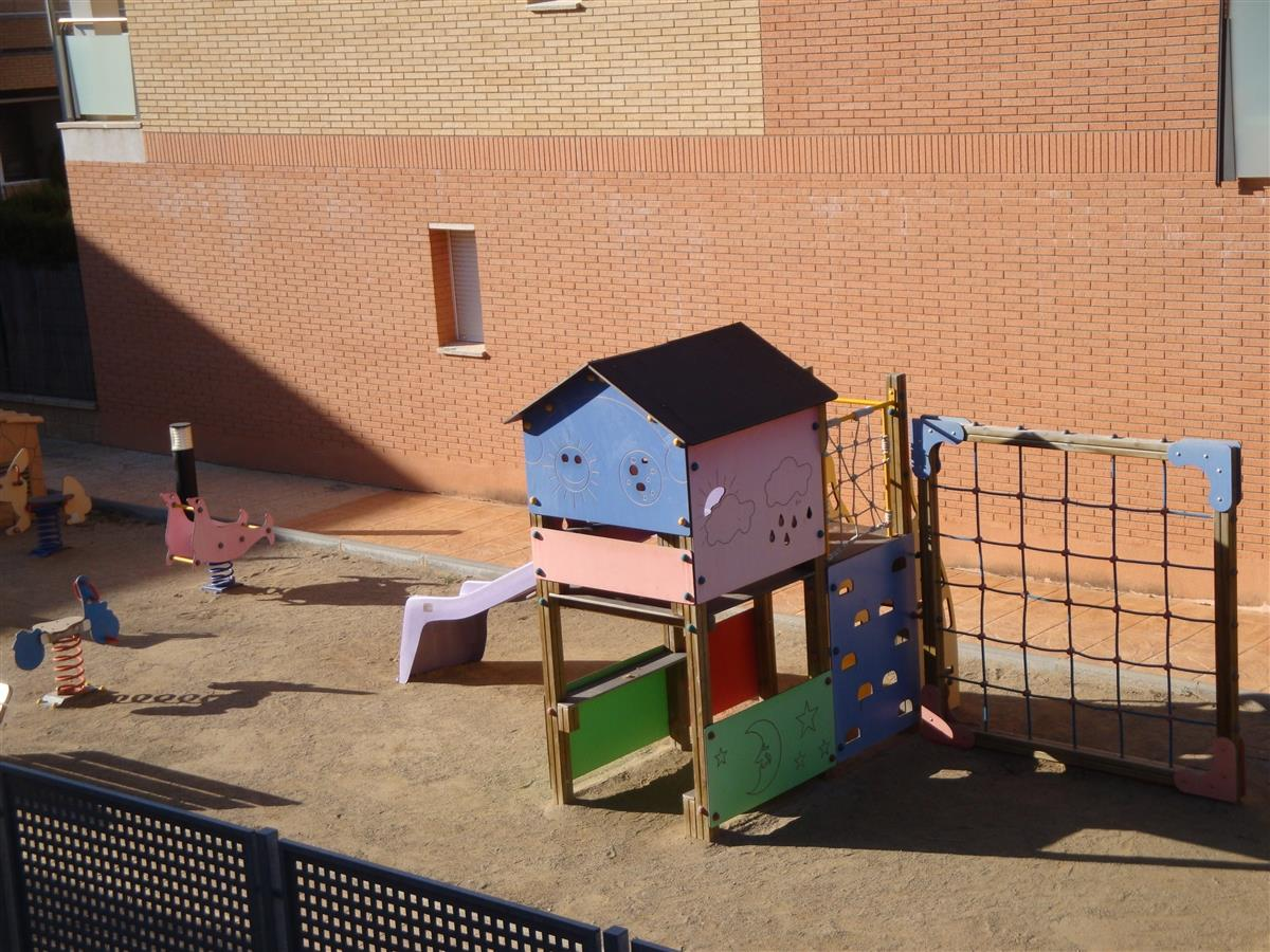 Enclosed children's play area