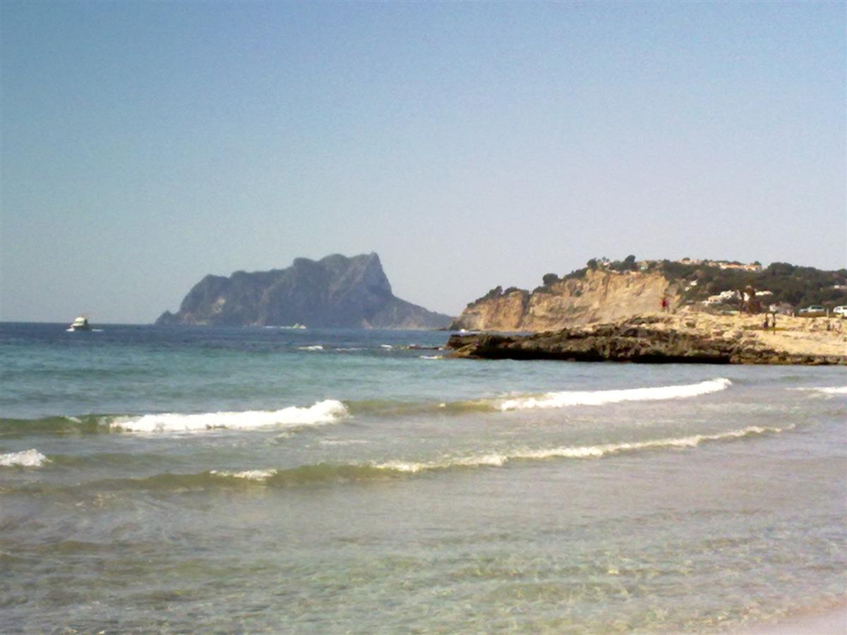 Morira beach with a view to Ifach.