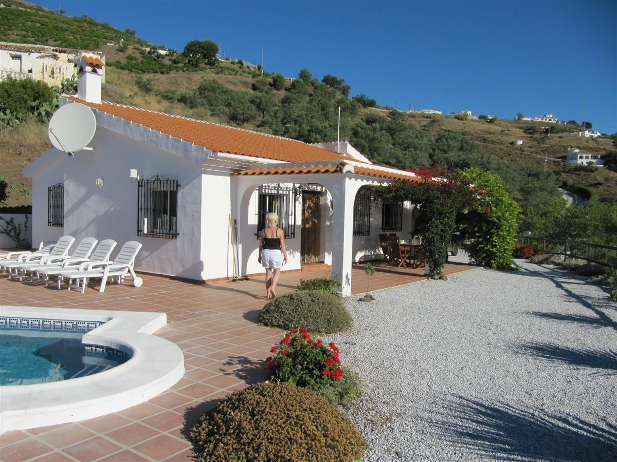 Rent a Villa in Cómpeta