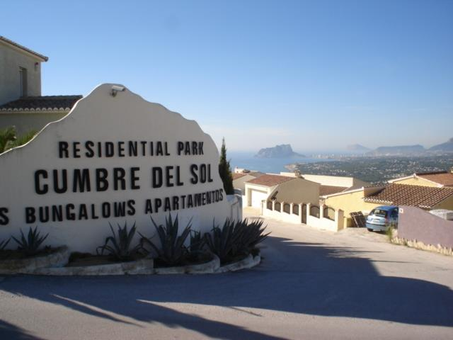 South entrance to Cumbre Del Sol