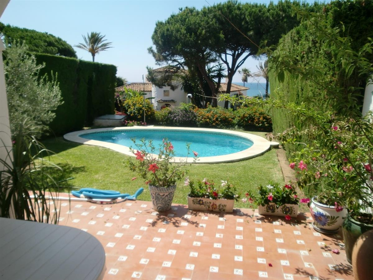 Holiday townhouse for rent in cabopino cabopino vacation for Hire a swimming pool for the garden