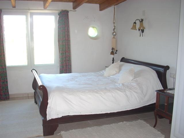 Very large main en-suit bedroom, with comfy king sized sleigh bed.