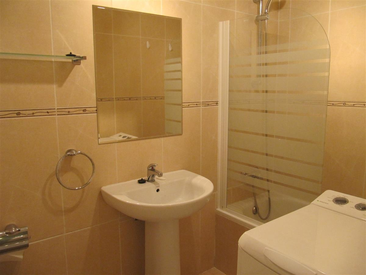 Holiday studio for rent in fuengirola fuengirola for Bathrooms fuengirola