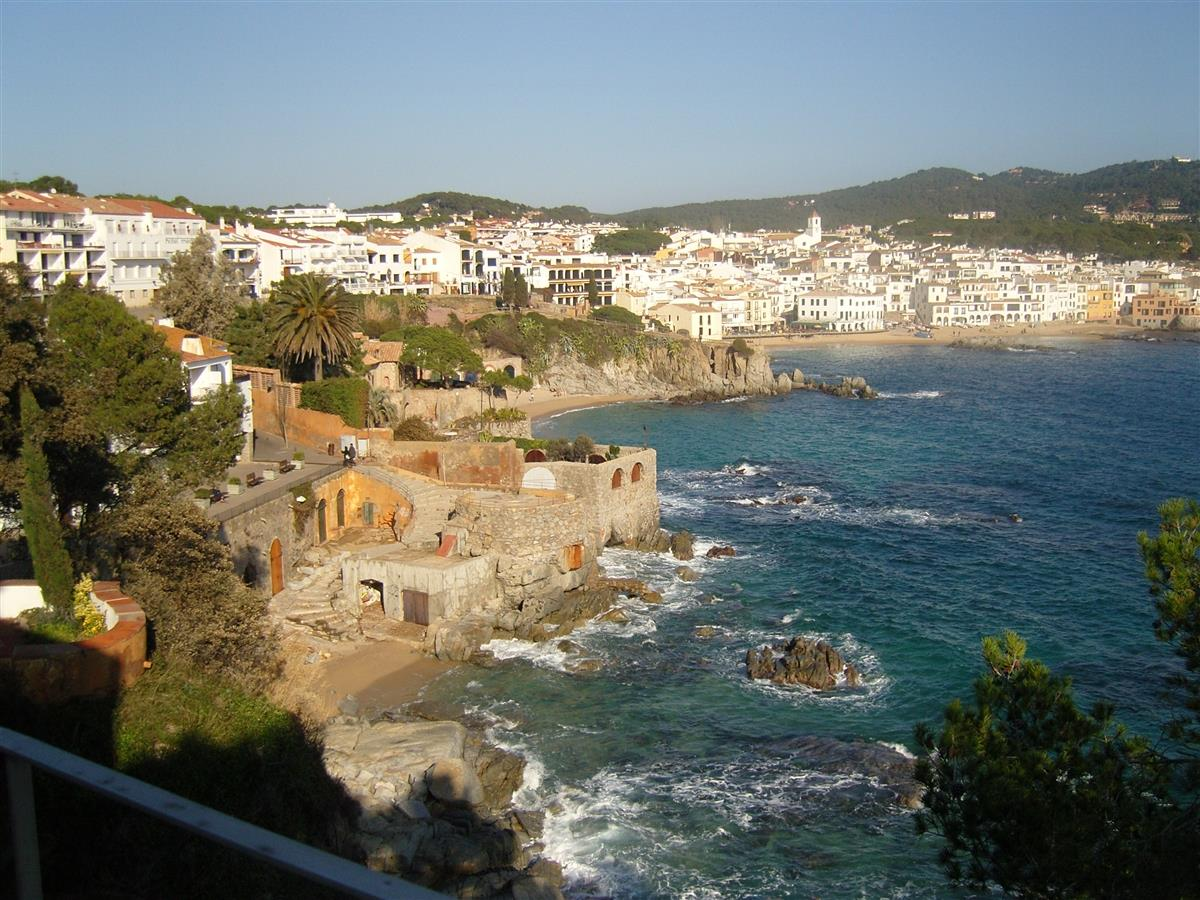 view from the cami de ronda to calella de palafrugell.