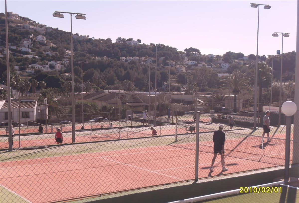 Five tenniscourts directly in Sol Park