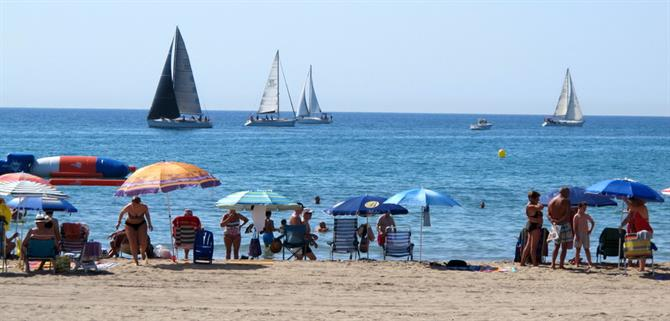 Sailing at El Campello beach