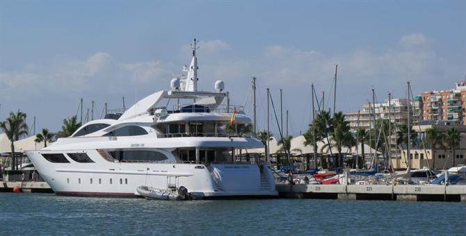 Chic yacht in Santa Marina port