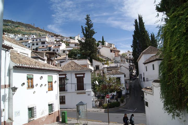 Exploring the Albaycin district of Granada