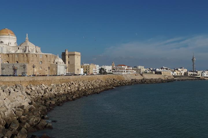 Discover the ancient coastal city of Cadiz