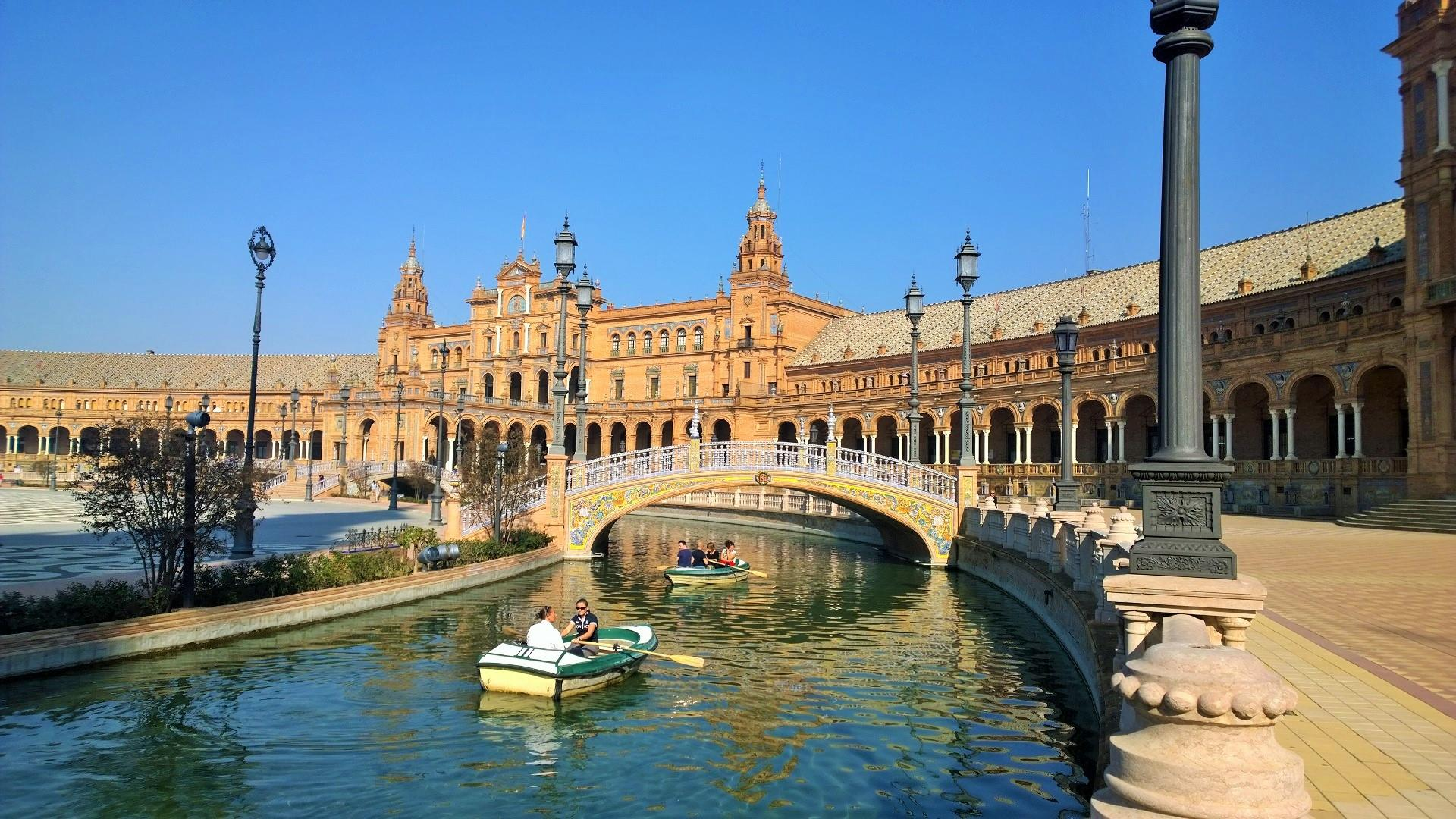 The 5 most brilliant cities in andalusia for Piscine sevilla