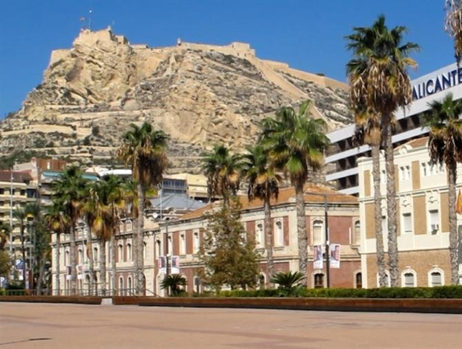 Alicante's a grand beach city for shopping