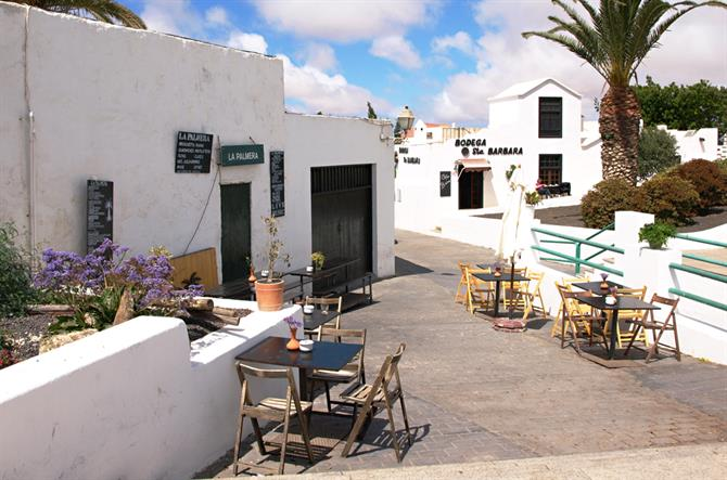 Street and tasca, Teguise, Lanzarote, Canary Islands