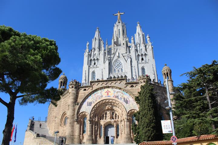 El Tibidabo temple and park: unrivalled views of Barcelona!