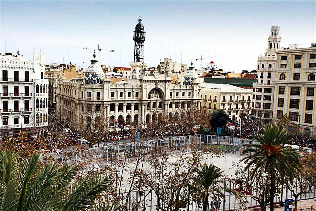 Shopping in Valencia: Highstreet, Boutique, Market and Other Shops in Valencia City, Spain Page Content Valencia is one of the cities in Spain that is best renowned for its shops.