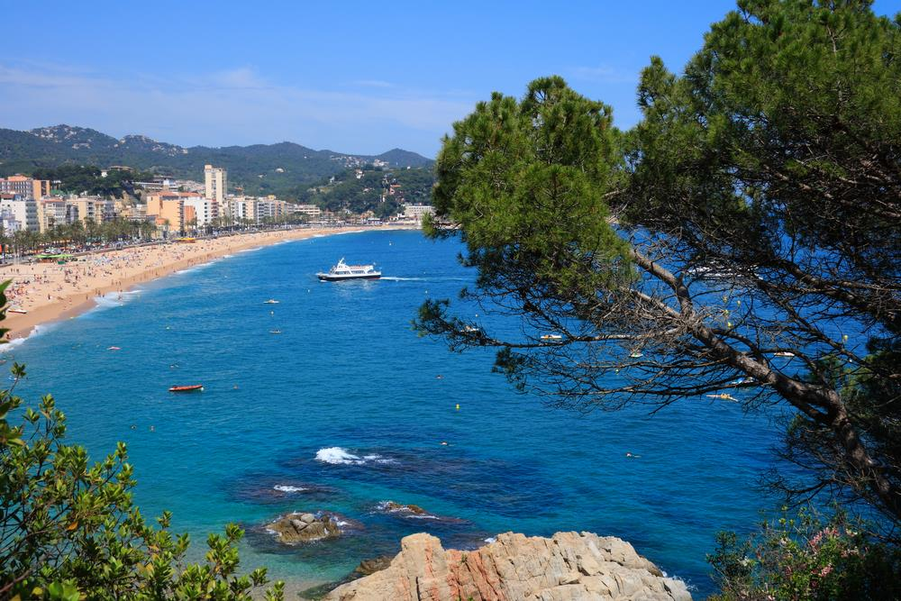 les plages paradisiaques de lloret de mar. Black Bedroom Furniture Sets. Home Design Ideas