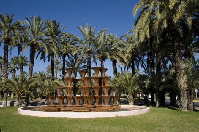 Elche - palms and waterfall