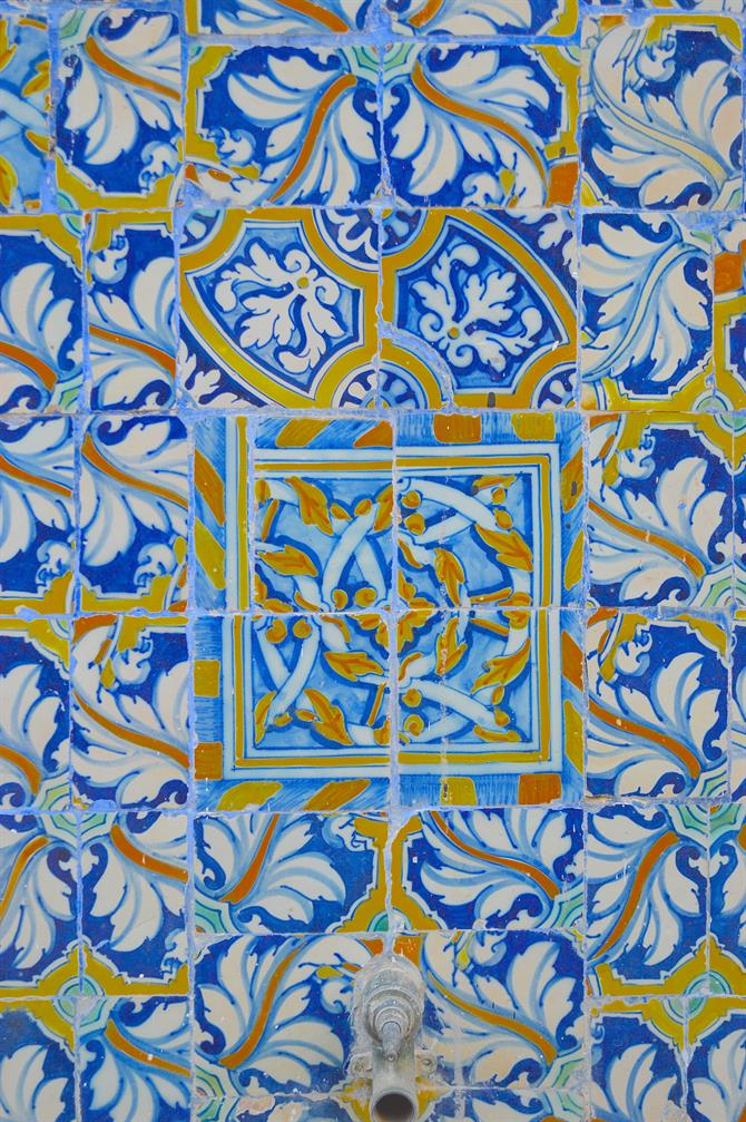 Detail of the tiled fountain