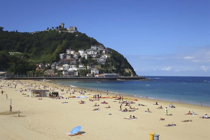Ondarreta, San Sebastián - The Perfect Beach For Families