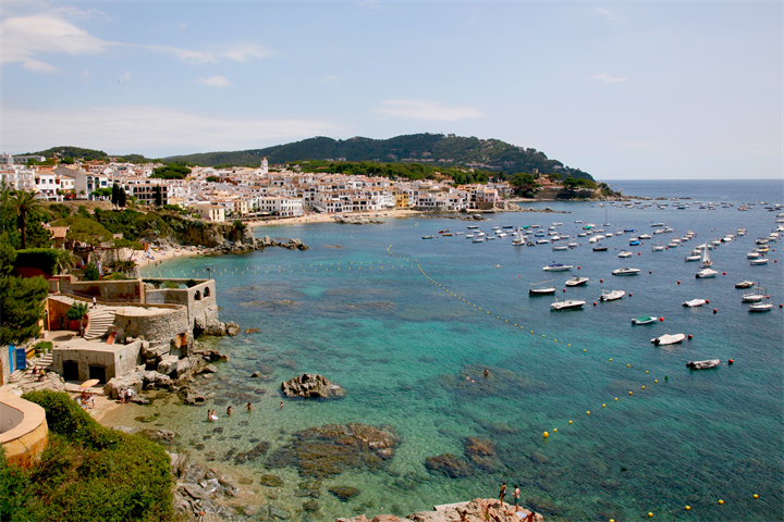 Explore the Beautiful Beaches of Calella de Palafrugell