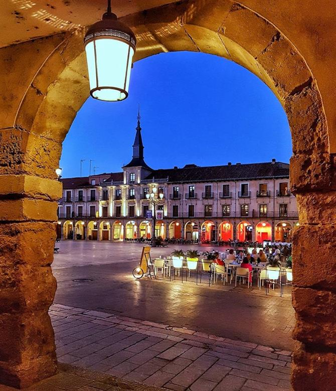 Plaza Mayor i León under kvällen - Barrio Húmedo