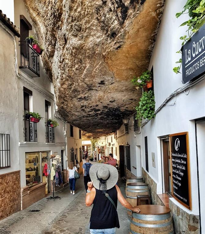 Rock over the streets in Setenil de las Bodegas, Cádiz