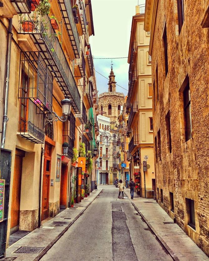 Streets of Valencia in El Miguelete