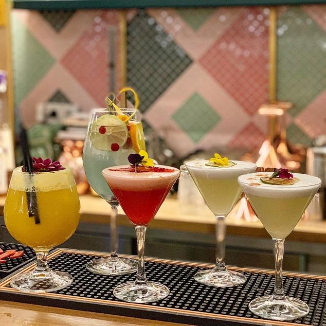Cocktails au bar Kaikaya à Valence