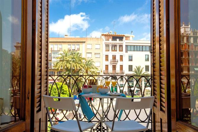 Holiday apartment with a balcony in Algirós