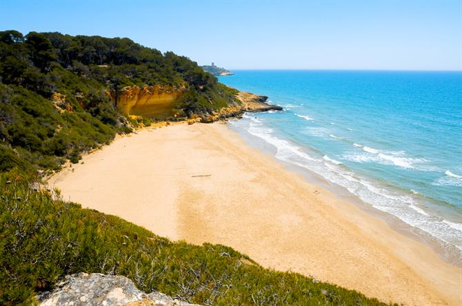 Cala Fonda in Tarragona - best beaches along the Costa Dorada