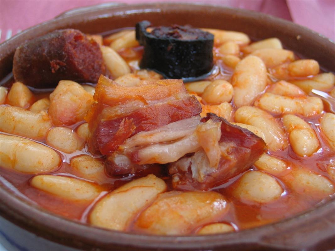 spanish cuisine Are you into spanish cuisine if yes, we cannot really blame you there is something about spanish food that charms people into craving them they are really delicious with their distinct spices that leave an aftertaste in your tongue.
