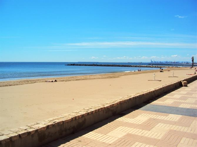 Port saplaya beach valencia