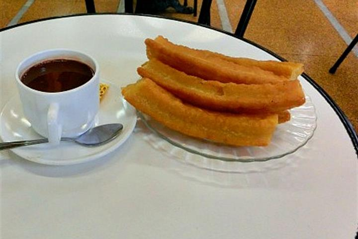 Avoid a Rumbling Tummy in Las Palmas de Gran Canaria with Churros y Chocolate
