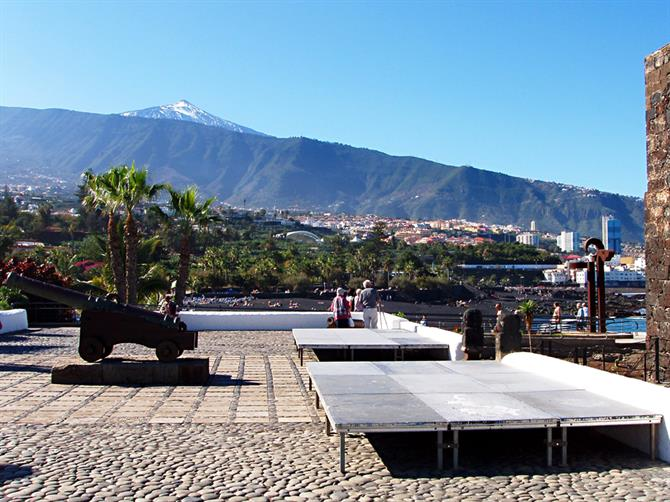 Top 10 tips for getting the best out of christmas and new for Playa jardin tenerife