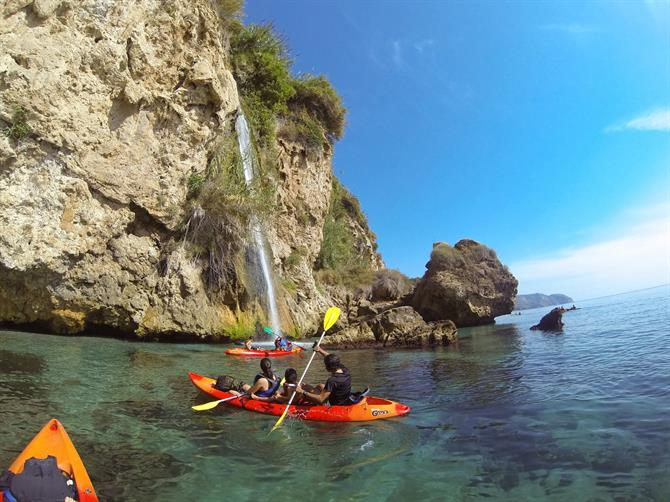 Kayak in Burriana - Doncella waterfall