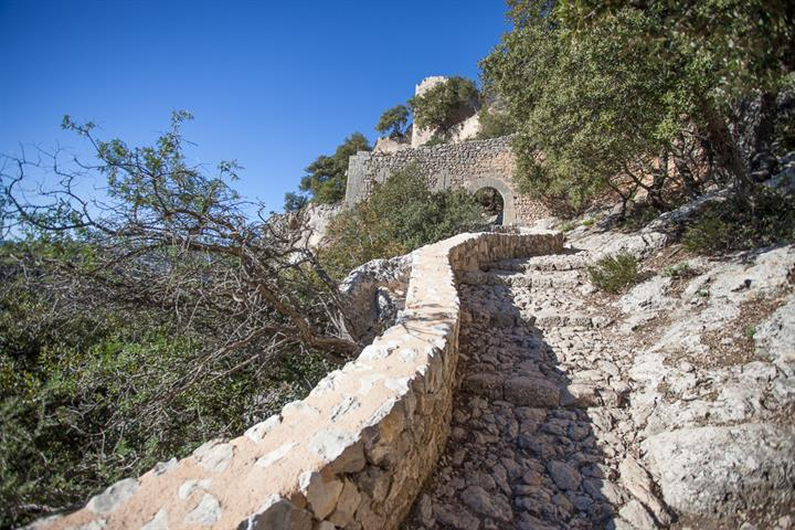 Alaro castle - the perfect Mallorcan walk with the best lunch in the world