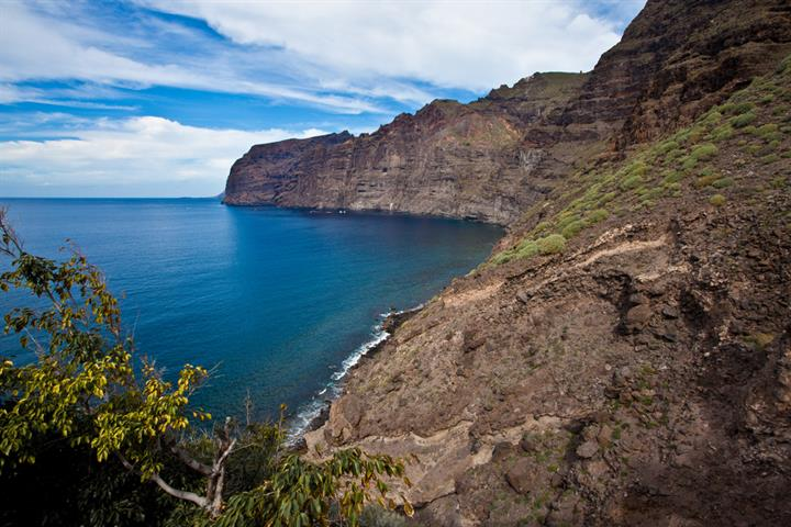 Los Gigantes - Tenerife´s Charming Seaside Town of Giants