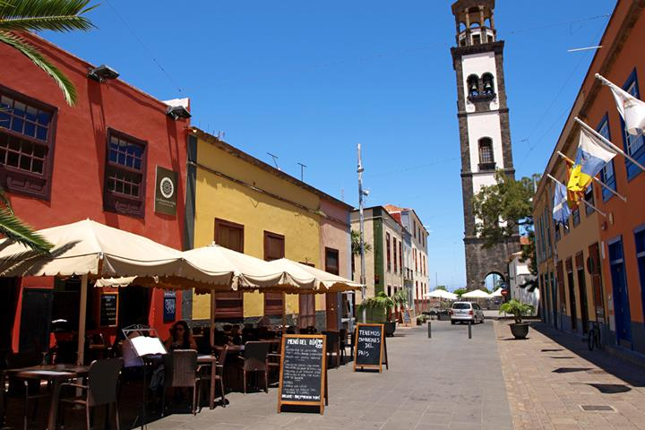 Taking a tour of Santa Cruz, the capital of Tenerife