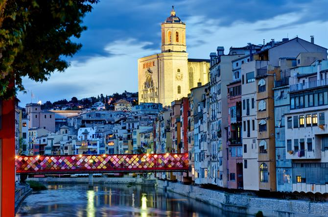 Girona, view of the hanging houses of the Onyar river