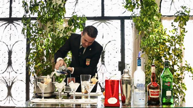 World Champion Cocktail maker preparing Green Sensations